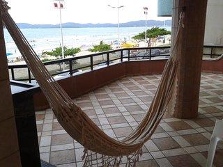 Apartamento com 5 Dormitorios, Frente Mar em Itapema