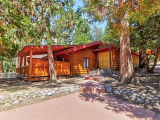 NEW LISTING! Spacious cabin w/free WiFi, Netflix streaming, grill & full kitchen