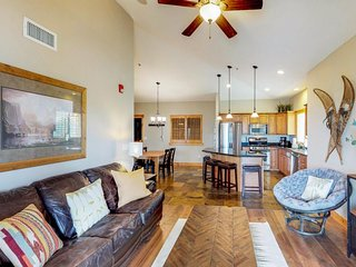 Family friendly condo w/ great views, a shared hot tub, pool & fitness room!