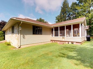 Dog-friendly home w/ great location near skiing & Lake Bomoseen!