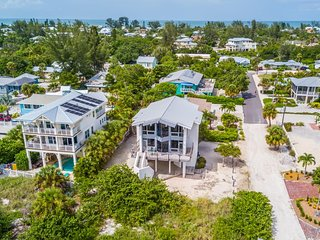 NEW LISTING! Oceanfront house with great views, easy beach access, and free WiFi