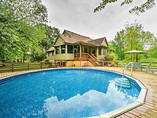 Lambertville Home w/ Pool & Free Zoo Passes!
