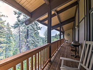 NEW! Modern Condo w/ Deck 3 Mi to Lake Arrowhead!