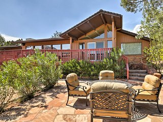 Sedona Home w/Stunning Mtn Views, Fire Pit & Deck!