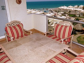 Beautiful 1 Bedroom Condo on the Sea of Cortez at Las Palmas Resort D-502