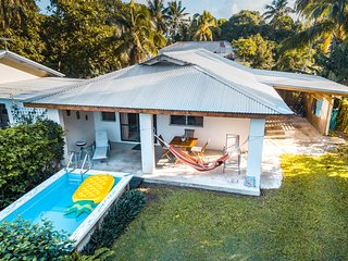 Mango Cottage: near Muri with pool