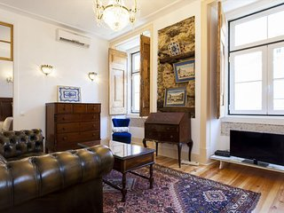 Spacious Downtown Vintage Pombalino apartment in Baixa/Chiado with WiFi & air co