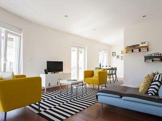 Estrela Terrace III apartment in Estrela with WiFi, balcony & lift.