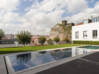 Spacious Santa Catarina Pool apartment in Bairro Alto with WiFi.