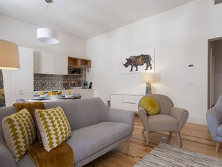 Downtown Design II apartment in Baixa/Chiado with WiFi & air conditioning.