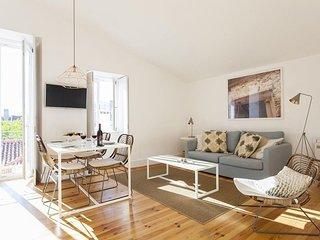 Cosy Combro Deluxe apartment in Bairro Alto with WiFi, integrated air conditioni