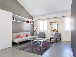 Spacious Lapa Duplex apartment in Lapa with WiFi.
