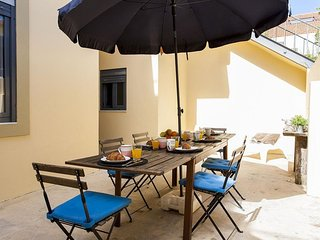 Beato I apartment in Alges with WiFi & private terrace.