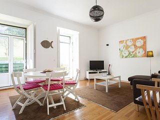 Spacious Principe Real Garden apartment in Bairro Alto with WiFi, private terrac