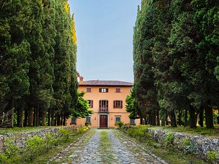 Baron's villa with pool and park on the border of Toscana and Umbria