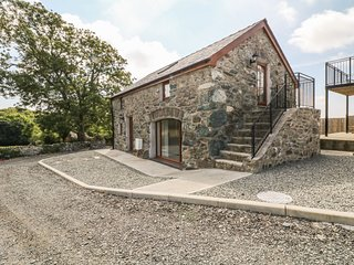 STABAL ARTHUR, barn conversion with views, Bodedern