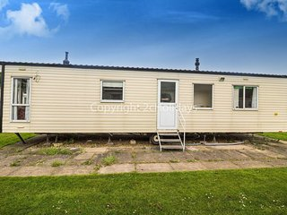 8 Berth Caravan, Southview Holiday Park, Skegness. Pets welcome. TheCedars 33030
