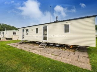 8 berth caravan at the Southview Holiday Park in Skegness. REF 33024C