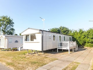 6 Berth Caravan in California Cliffs Holiday Park, Scratby Ref: 50008 Magpie