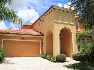 PERFECT FLORIDA GET-A-WAY WITH 5 BEDROOMS, 5 BATHROOMS & PRIVATE POOL & SPA