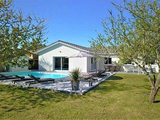 Maison contemporaine MIOS 150m2, 4 chbres/ 8 couchages, piscine chauffee