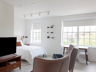 Lovely Studio in Barracks Row by Sonder