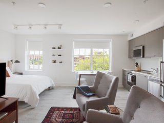 Sleek Studio in Barracks Row by Sonder