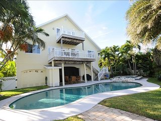 5 O'Clock Somewhere- Fabulous Canal Front Pool Home Just 2 Blocks From The Beach
