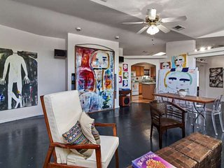 Eclectic Bungalow in Travis Heights with beautiful heritage Oaks just minutes fr