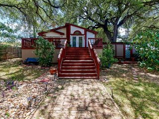 This Is A True Austin Experience! Authentic Artist Bungalow on the Edge of the '