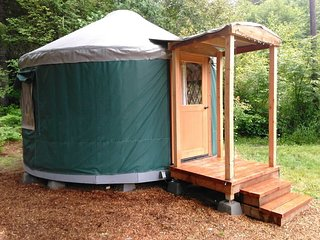 Cozy Glamping Yurt in Private Park Along Banks-Vernonia State Trail (E)