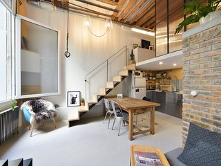 Stylish Industrial Loft near Bastille for 2p