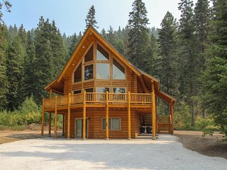Dog-friendly lodge w/ quiet location short drive from lake, skiing, Leavenworth!
