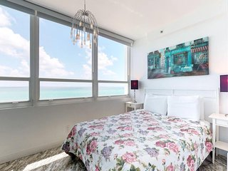 Beachfront condo with a full ocean view, a shared pool, a gym & tennis courts!