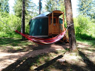 Cozy Glamping Yurt in Private Park Along Banks-Vernonia State Trail (O)