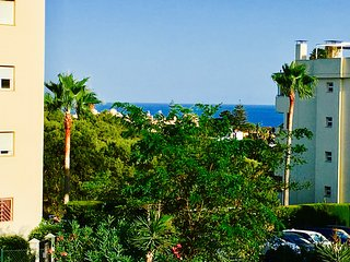Coastal apartment 5 min from the sea with lovely sea views A/C