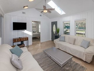 Cozy Coastal Cottage With History And Style, Sleeps 6
