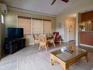 Beautifully Updated 2B Condo Steps From The Sand, Great Ocean Views, AC every rm