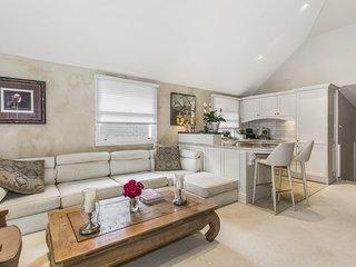 Charming & Stylish Home in Idyllic Mosman Location RAGLN