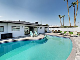 Gorgeous 3BR Mid Century Modern w/ Backyard Oasis - Minutes from Old Town
