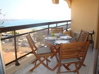 T2 vue mer chambre séjour et terrasse plages et commerces à 20 m