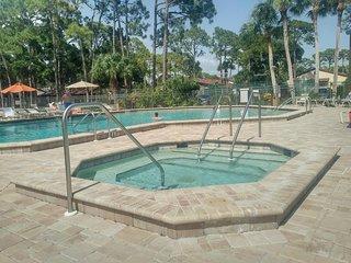 Tranquil sunny villa in Sarasota near Siesta Key Snowbirds welcome!!