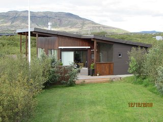 Golden Circle, Northern Lights, Villa with hot tub, mountain view and fireplace.