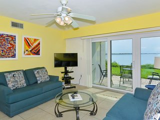 Runaway Bay - Unit 192 Amazing bay view - update step to the beach - 2 bed/2bath