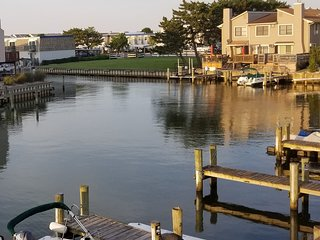 canal front with boat slip, boat ramp, pool, WiFi, Cable, Netflix, HBO & more