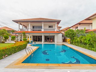 ⭐Modern 5BR w/ Large Garden & Pool Near Beach