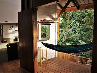 Jungle Cabins in Paunch, own private kitchen & deck. Steps from the sea!