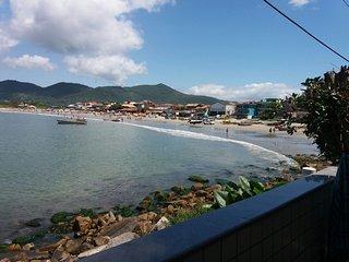 Linda Casa de 3 quartos em cima do mar em Florianópolis - ideal para famílias