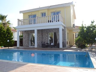 3 bed villa in Coral Bay with Private Pool