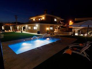 El Chalet la Cantera, es un chalet Vacacional de alquiler integro con piscina